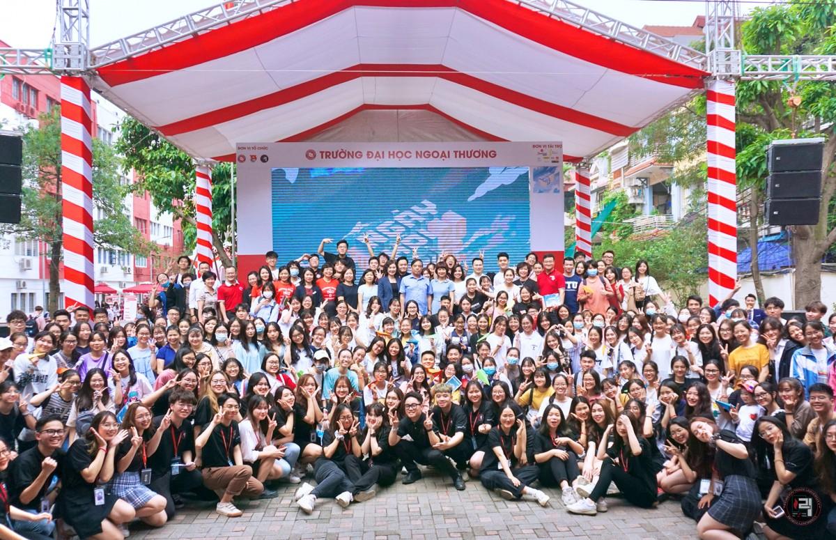"""Ngày 04/04/2021, """"Ngày hội tuyển sinh FTU 2021: Con đường ra biển lớn"""" – sự kiện lớn thường niên được tổ chức bởi Câu lạc bộ Diễn đàn sinh viên Trường Đại học Ngoại Thương FTU FORUM đã có màn quay trở lại hoành tráng và ấn tượng cùng với sự đồng hành của colorME!"""